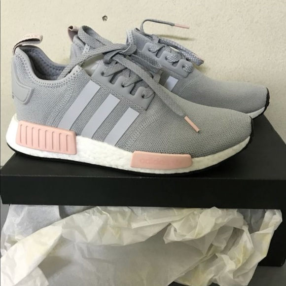 Le adidas nmd r1 luce rosa grigio vapore poshmark onix